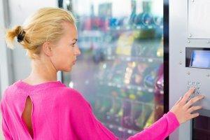 wybór przekąsek w automacie